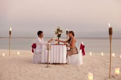 A newlywed dinner that looks absolutely perfect. (And romantic of course!) {Barcelo Maya Palace Deluxe Riviera Maya}