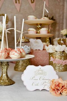 Una elegante mesa de dulces en tonos rosa y oro / An elegant sweet table in gold and pink idea, princess, bday, birthday parties, cake pops, cake stands, gold accent, gold party, themed parties