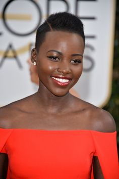 The 10 Best Beauty Looks from the Golden Globes: Lupita Nyong'o