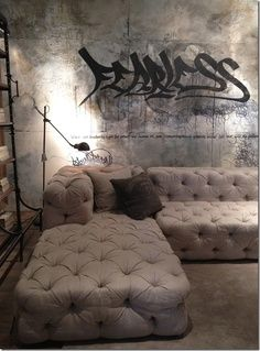 Oh Wow! I would love a room like this to seclude myself in