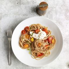 Look so healthy! Whole-Wheat Spaghetti with Cherry Tomatoes #recipe #pasta