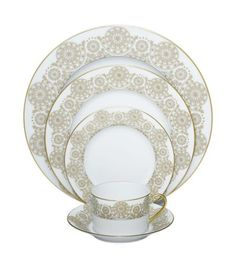This would make a beautifully elegant holiday table.