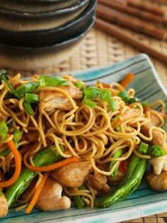 Shanghai chicken stir fry noodles (egg or rice noodles, chicken breasts, soy sauce, chinese rice wine [aka rice vinegar], cornflour, cooking oil, garlic cloves, fresh chili, carrots, broccoli, hoisin sauce, sugar)