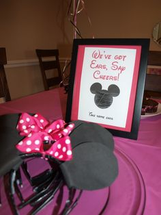 Minnie Mouse birthday party, great idea instead of hats.