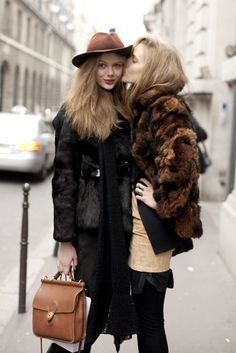models off duty, friends, fashion style, brown bags, coach, frida gustavsson, street styles, fur, coat