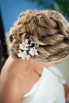 Sections of hair are curled and pinned back into a low nest of curls. Elegant and romantic look for long hair. Idea, Girl Fashion, Wedding Updo, Long Hair, Beach Weddings, Wedding Blog, Beauti, Hair Style, Wedding Hairstyles