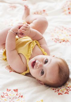 happy baby, 6 months, baby portraits, baby poses, baby girls, baby photos, picture poses
