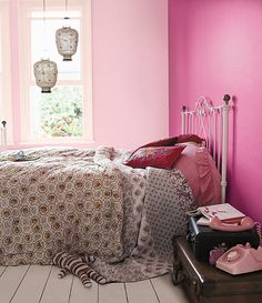 pink walls<3