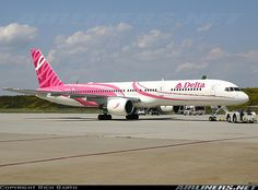 Delta B757-232 in its Breast Cancer awareness colors