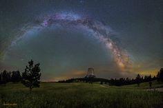 """La Via Lattea sopra la """"torre del Diavolo"""" - Wyoming / Milky Way over Devils Tower , Wyoming"""