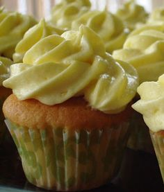 Lemon Cupcakes & Lemon Buttercream
