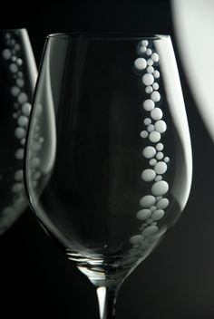 Gorgeous wine glasses.  Would love to embelish these with flat back swarovski cyrstals