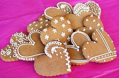 Gingerbread hearts by Icing Bliss, via Flickr