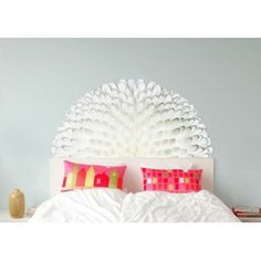 I NEED this headboard decal thing!! Need to figure out where to get it!