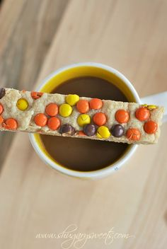 Peanut Butter Reeses Pieces Shortbread Bars: delicious, easy melt in your mouth shortbread! #reeses #peanutbutter @Liting Mitchell Sweets