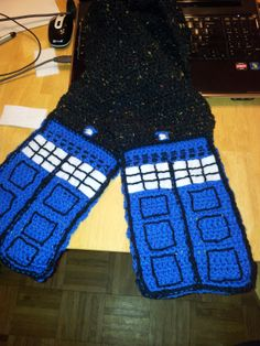 Night Sky TARDIS Scarf by Gamer Girl Universe  Free Pattern: http://gamergirluniverse.blogspot.com/2012/12/time-in-space-happy-holidays-folks-yes.html  #TheCrochetLounge #DrWho Collection