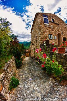 Petit village de la Drôme Provençale, France