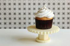 yum! edible white chocolate cupcake stand diy