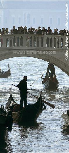 Gondola traffic jam under the Bridge of Sighs, Venice, Italy - © Alberto Mateo, Travel Photographer