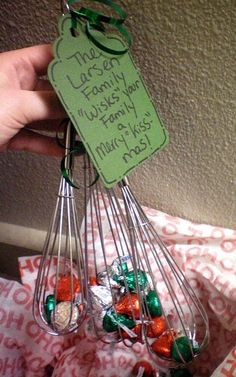 Have to remember this...here is an easy, cheap, & practical Xmas gift for neighbors, or teachers, etc.