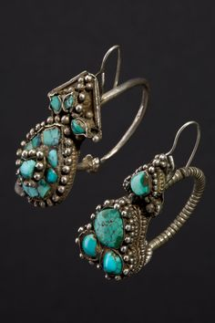 Tibet | Ekbor earrings; this type of earring is worn by Tibetan women either on their ears or in their hair next to their temples.  Silver and turquoise | ca. beginning of the 1900s | 600 Euro
