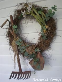 Hanging old garden implements on the wreath