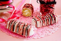 Valentines Twinkies on a Stick  (I don't like twinkies, but kids will love this, I'm sure! and it's cute)