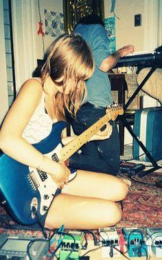 Kim Gordon (Sonic Youth) -  bedroom rehearsal