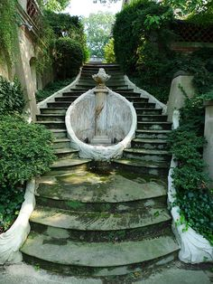 Don't believe I've ever seen a more beautiful fountain: horseshoe fountain at Dumbarton Oaks in D.C. by Beatrix Farrand.