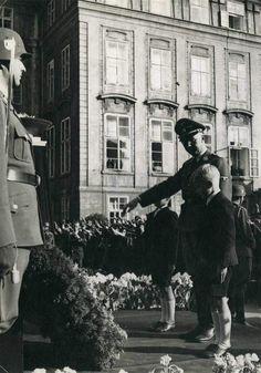 Funeral of Reinhard Heydrich. Heinrich Himmler with two Heydrich's sons - Klaus and Heider. Prague, 7.06.1942.