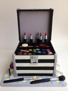 Makeup Case project on Craftsy.com