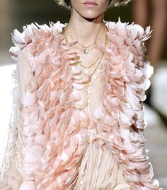 Pink feathers, Chanel
