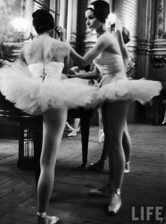 Alfred Eisenstaedt: Ballerinas practicing at Paris Opera ballet school, 1963.