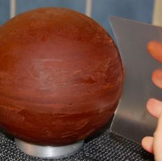 How to ganache a spherical cake by The Royal Bakery (via craftsy)