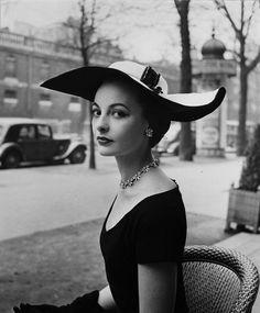 Jean Dessès, Paris, 1952 (Regina Relang)