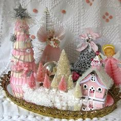 eye candi, pink eye, little houses, pink christmas, shabby chic christmas, christmas displays, christmas villages, saturday find, christmas scenes
