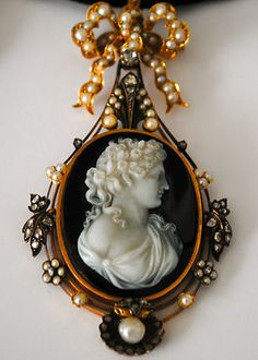 Victorian French Cameo Gold Diamond Pearls Brooch Pendant