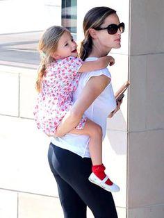 Spotted: Jennifer Garner and Seraphina's Holding Pattern – Moms & Babies – Moms & Babies - People.com