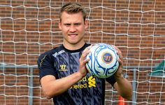 Simon Mignolet says he expects to be first choice ahead of Pepe Reina