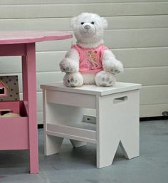 I want to make this!  DIY Furniture Plan from Ana-White.com  Make a kids bench with just a drill and a jigsaw with these easy free plans!