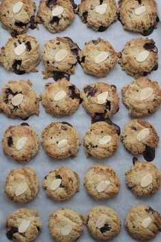 chocolate chip cookies (gluten/dairy-free, naturally sweetened)