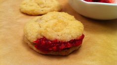 Ketogenic Recipe: Biscuit with Raspberry Jam