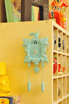 paint an old cuckoo clock one color...so cute!