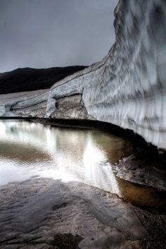 Near Fimmvorthuhals hut    ::    On the Landmannalaugar-Skogar trek, Iceland.  By Manυ