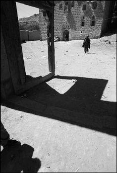 Ferdinando Scianna REPUBLIC OF YEMEN. 1999. Al Gabel. Castle. Magnum Photos Photographer Portfolio