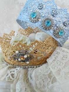 Quick Lace Crowns... Im thinking I know a girl who needs these for her dress-up collection :)