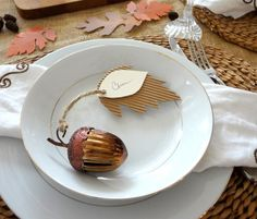 Corrugated Leaf Place Cards #turkeytablescapes - from @KD Eustaquio {Made in a Day}