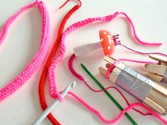 Teach Kids To Knit With This Very Easy Tutorial