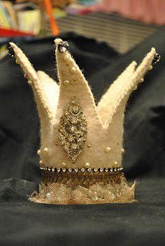 golden crown, felt crown
