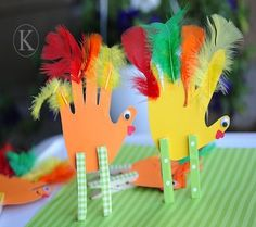 Easy Toddler Thanksgiving Crafts | 15 Easy Thanksgiving Crafts for Kids | Disney Baby | Fun in a museum
